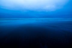 Costa serica dell'Oregon come insiemi di notte dentro Fotografia Stock