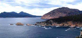 Costa tasmaniana com penhascos Imagem de Stock Royalty Free