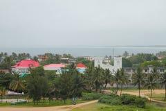 Costa Toamasina, Madagascar dell'oceano e della città Fotografia Stock