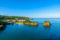 Costa tropical en la isla caribeña de St Lucia Es un destino del para?so con un mar blanco de la playa y del turquoiuse de la are fotos de archivo