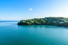 Costa tropical en la isla caribe?a de St Lucia Es un destino del para?so con un mar blanco de la playa y del turquoiuse de la are foto de archivo