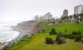 Costa Verde och förälskelse parkerar i Miraflores, Lima, Peru Arkivbilder