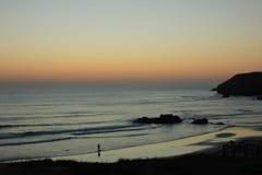 Costa Vicentina, Portugal amadoen gör praia arkivbild