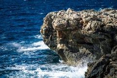 Costa y acantilados de Malta imagenes de archivo