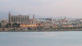 Costa y catedral Palma de Majorca, España almacen de metraje de vídeo