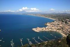 Costa y mar de la ciudad de la playa Imagen de archivo