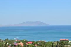 Costa y montaña de mar Fotografía de archivo libre de regalías