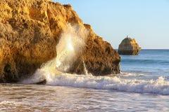 Costa y playa de Algarve imagenes de archivo