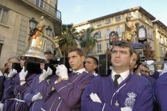 Costaleros, das ein Tronos während Semana Sankt in Màlaga, Spanien trägt stockfotografie