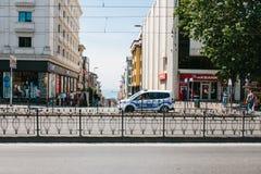 Costantinopoli, l'11 luglio 2017: Un volante della polizia sulla via nell'area di Aksaray a Costantinopoli, Turchia Protezione di Fotografia Stock