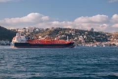 Costantinopoli, Turchia Autocisterna di GPL in mare gas liquefatto Nave rossa Immagine Stock Libera da Diritti