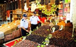 Costantinopoli, Turchia - 18 febbraio 2017: Ispezione sanitaria della città di Costantinopoli dell'alimento municipale della poli Fotografie Stock Libere da Diritti