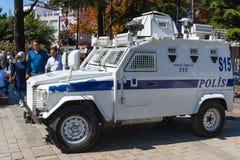 COSTANTINOPOLI, TURCHIA - 2 settembre 2017 Un volante della polizia corazzato nella t Immagini Stock Libere da Diritti