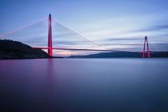 Costantinopoli Yavuz Sultan Selim Bridge con luce rossa Fotografia Stock Libera da Diritti