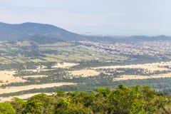 Costao do Santinho en Praia-de mening van Dos Ingleses, Aranha-berg stock afbeelding
