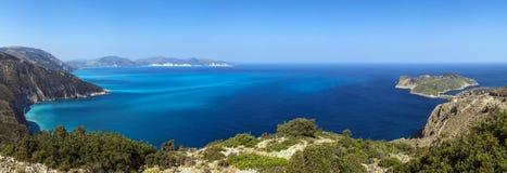 Costas da ilha Kefalonia no mar Ionian, Imagens de Stock Royalty Free