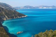 Costas da ilha Kefalonia no mar Ionian Imagem de Stock