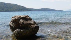 Costas do Mar Egeu cobertas com o caos do tufo vulcânico filme