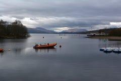 Costas e barcos de Loch Lomond fotos de stock royalty free