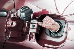 Coste de una gasolina llena del tanque imagen de archivo libre de regalías
