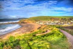 Costeggi la spiaggia praticante il surfing popolare britannica del sud di Challaborough Devon England del percorso vicino al Br d Fotografia Stock