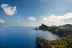 Costeie no cabo Formentor na costa de Mallorca fotos de stock royalty free