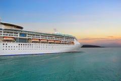 Costela Luminosa do navio de cruzeiros Fotos de Stock Royalty Free