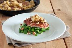 Costeleta de carne de porco com maçã Fotografia de Stock Royalty Free