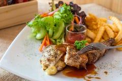 Costeleta de carne de porco grelhada com queijo Imagens de Stock