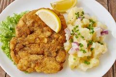 Costeleta de carneiro de Weiner com salada de batata Imagem de Stock
