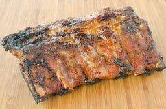 Costeleta de porco magra na grade com mergulho e o baguette brindado Fotos de Stock