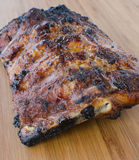 Costeleta de porco magra na grade com mergulho e o baguette brindado Imagem de Stock