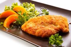 Costeleta e vegetais de carne de porco fritada Fotos de Stock Royalty Free