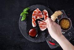 Costeletas de carne de porco com especiarias imagem de stock royalty free