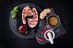 Costeletas de carne de porco com especiarias foto de stock