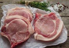 Costeletas de carne de porco cruas Imagens de Stock Royalty Free