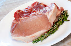 Costeletas de carne de porco cruas Fotos de Stock