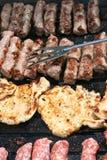 Costeletas de carne de porco e Cevapcici Foto de Stock