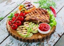 Costeletas de carne de porco grelhadas fotos de stock royalty free