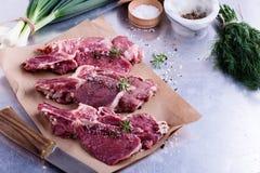 Costeletas de vitela orgânicas cruas Foto de Stock Royalty Free