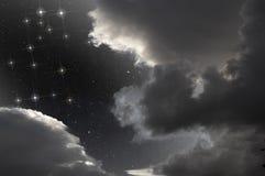 Costellazione dei Gemelli in cielo parzialmente nuvoloso Immagini Stock Libere da Diritti