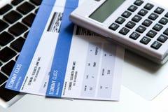 Costi del biglietto di linea aerea fotografia stock