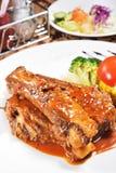 Costillas de cerdo asadas a la parrilla deliciosas Foto de archivo libre de regalías