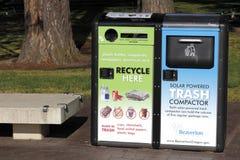 Costipatore autoalimentato solare dei rifiuti Fotografia Stock Libera da Diritti
