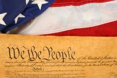 Costituzione e bandierina di Stati Uniti -- Orientamento di paesaggio Immagine Stock Libera da Diritti