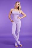 Costituzione fisica sportiva della bella giovane donna bionda sexy Fotografia Stock