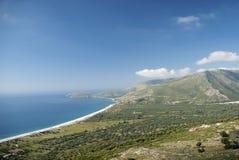 Costline Zuid- van Albanië met strand en bergen stock foto's