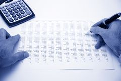 Costo calculador del hombre de negocios Fotos de archivo