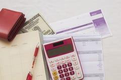 Costo mensual del documento de la tarjeta de crédito Fotografía de archivo