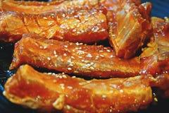 Costola di carne di maiale marinata salsa cruda fotografia stock
